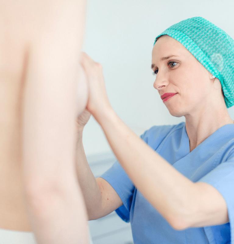 Anzeichnen bei der Brustvergrößerung in Köln bei Frau Dr. Pirkko Schuppan